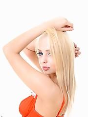 Estonika Absolutely Gorgeous pussy ass bikini virtual stripper hd vr babes