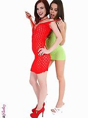 Ferrara Gomez & Leila Smith Duo jenna presley fingering virtual stripper hd vr babes